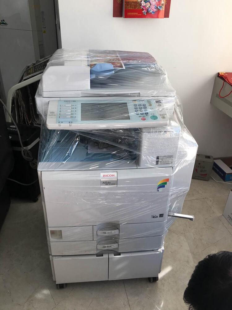 客户租赁的一台彩色复印机MP2800C,塑封膜还未拆封